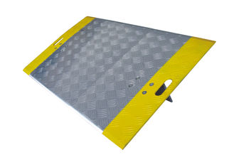 China Rugged Lightweight Loading Dock Plates , Warehouse Dock Plates With Cut Handle factory