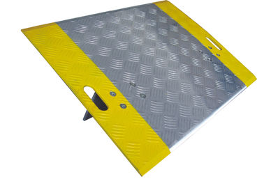 China Removable Portable Dock Plates , Aluminum Loading Dock Boards  And Bridge Plates factory
