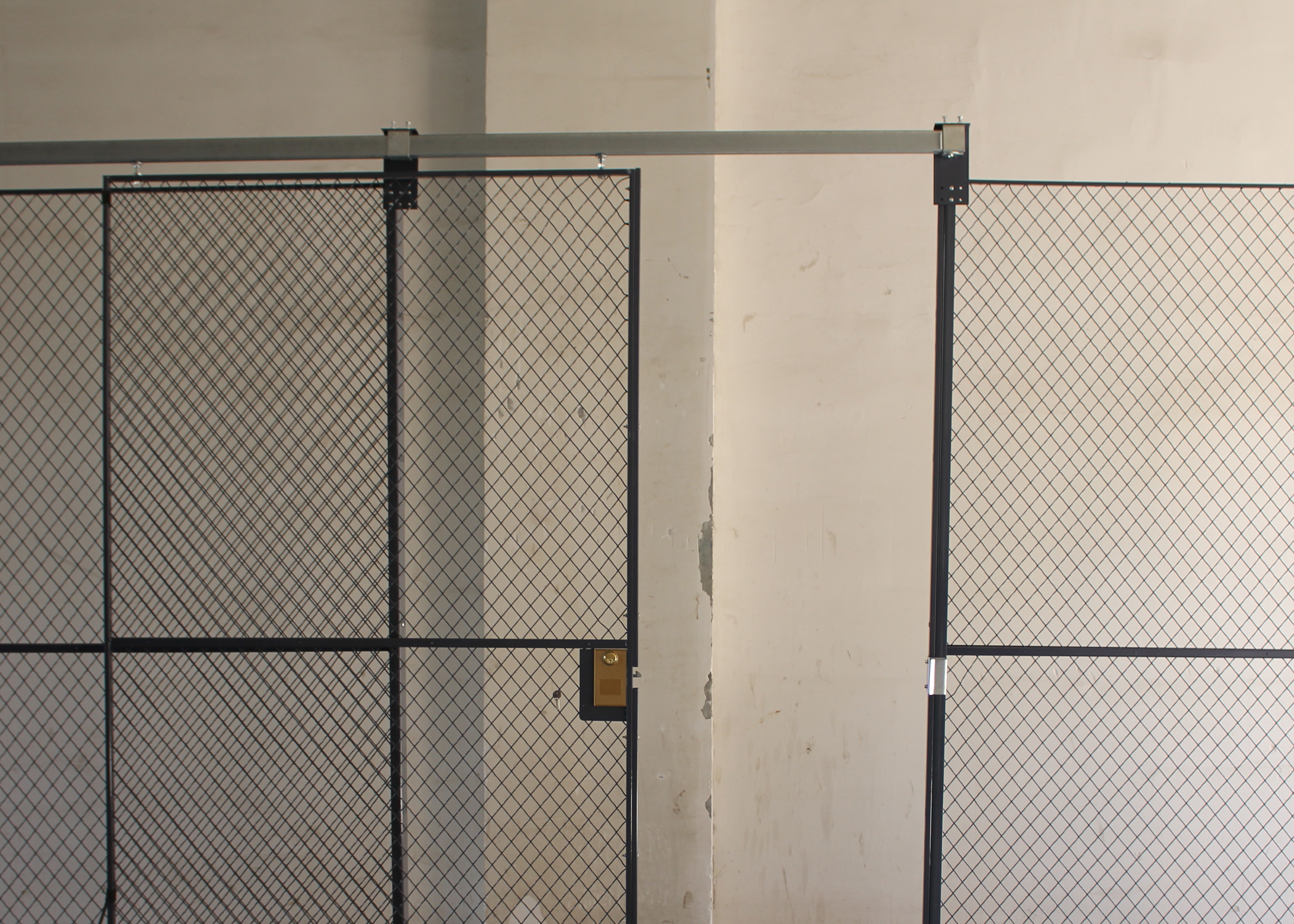 Predesigned 2 Sides Wire Mesh Storage Cages , Tool Security Cages ...